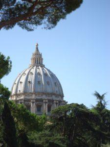 Dag 2 van een vierdaagse reis in Rome. Hoogtepunt: Vaticaans museum en Sint-Pietersbasiliek. 's Avonds een prachtige avondwandeling via Piazza del Popolo.
