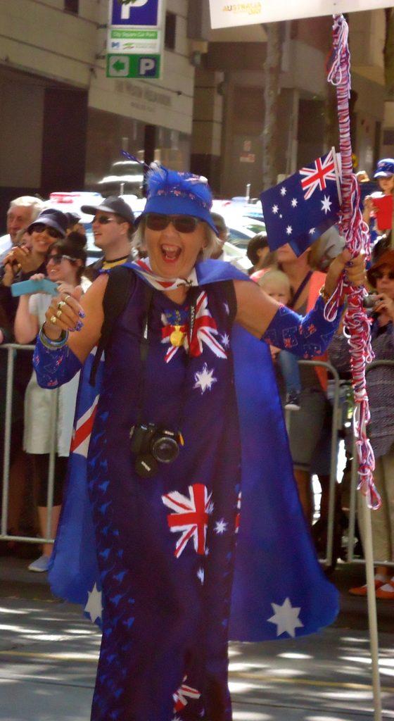 Australia Day Parade - vrouw volledig in Australische vlag uitgedost