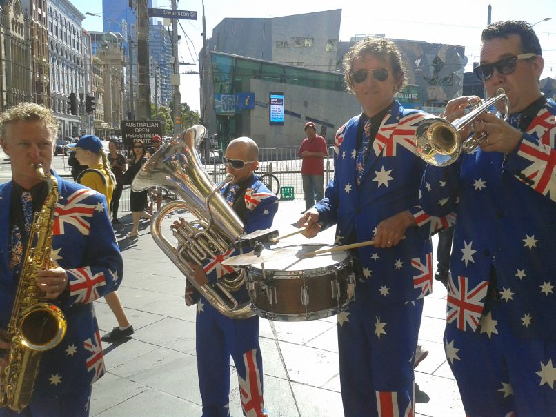 Australische band in Australisch kostuum in Melbourne voor Australia Day