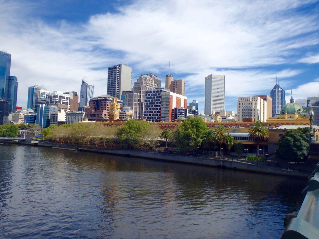 Yarra River en Melbourne skyline