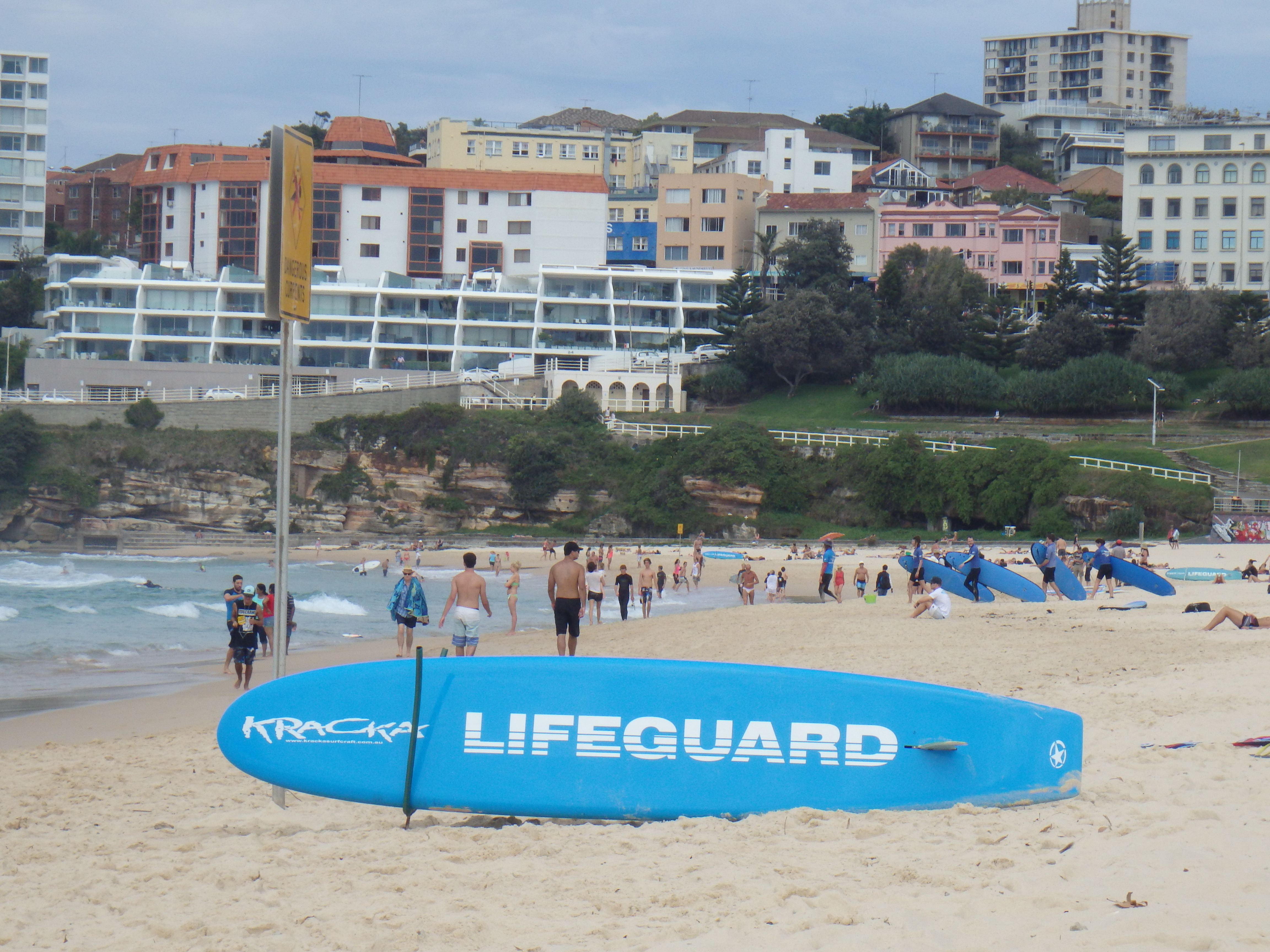 Bondi Beach en lifeguard surfboard