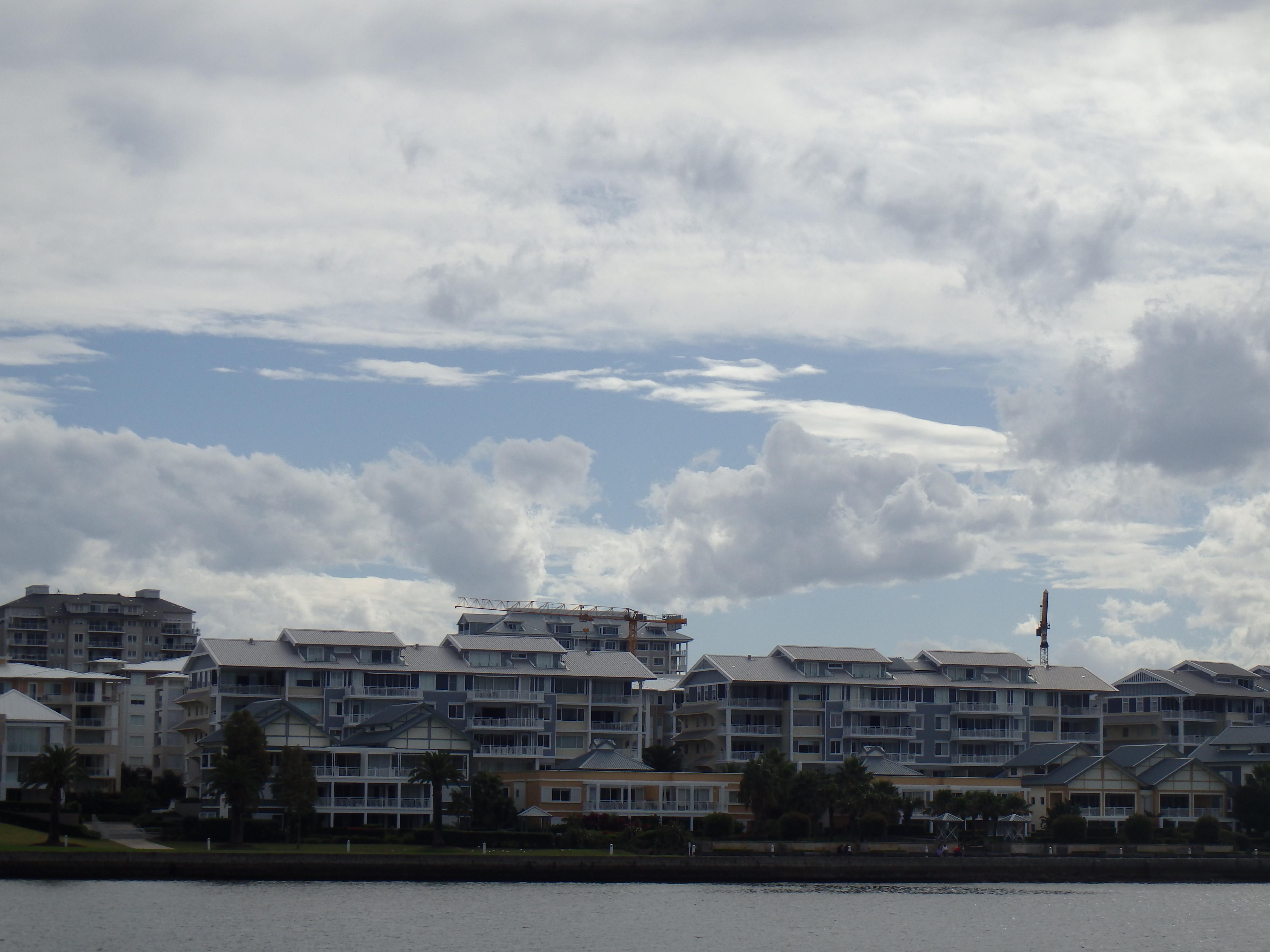 zicht op mooie villa's in Sydney vanuit het water