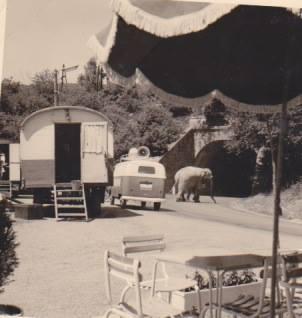 Oude circuswoonwagen