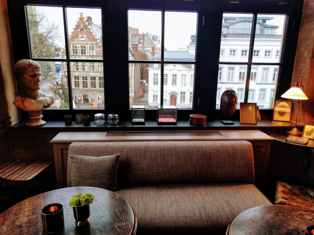 The Cobbler in Gent, Hotel The Post met zicht op de Korenlei