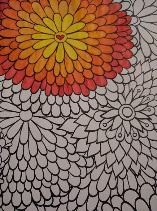Tekening met bloemen gedeeltelijk ingekleurd