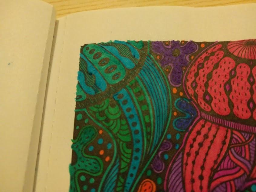 Ingekleurde tekening met 'vlekken' buiten de kantlijn