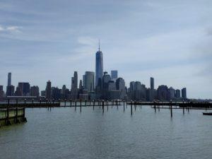 Zicht op One Tower en NYC vanuit Jersey City