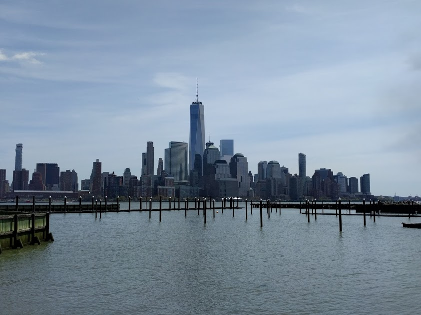 Zicht op New York City en de One Tower vanuit Jersey City