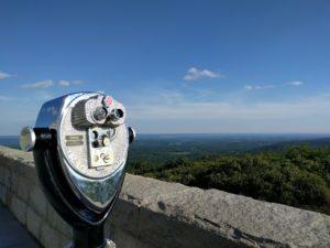 Verrekijker met zicht op High Point State Park