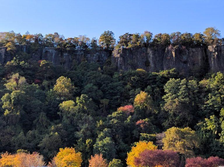 kliffen-bossen-herfstkleuren-hudson-new-jersey