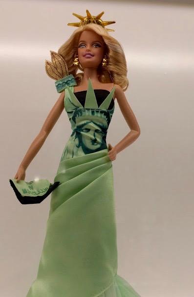 Barbie in Vrijheidsbeeld outfit