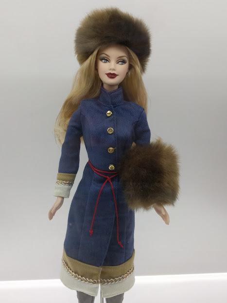 Barbie in Russische klederdracht met typerende berenmuts