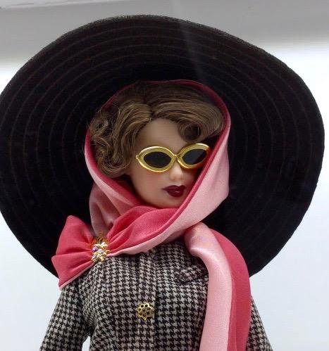 Barbie met hoed en zonnebril