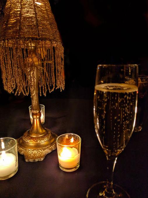 Champagne en kaarslicht