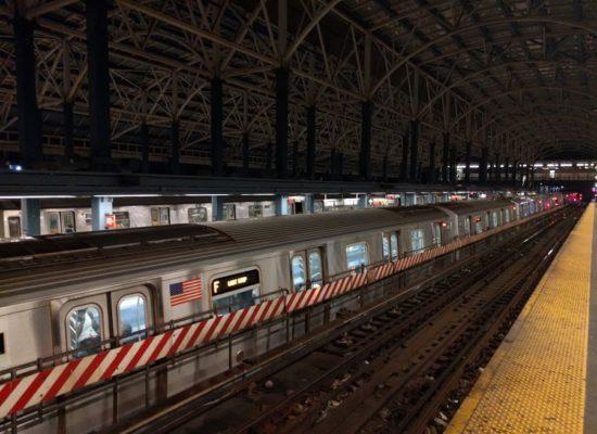 De F-trein in Brooklyn, Coney Island station