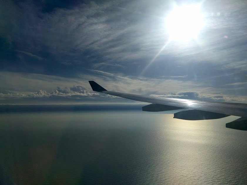 Vliegen over de zee