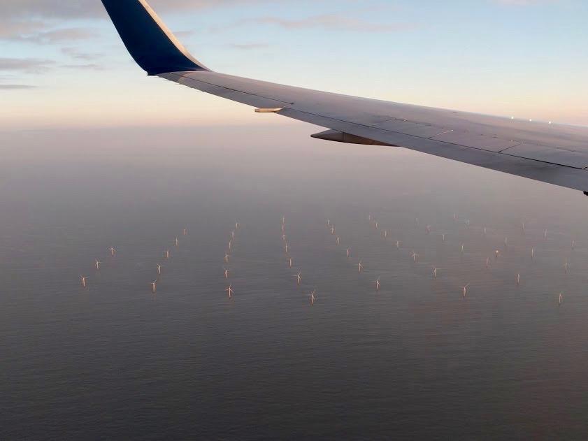 Windmolens in de Noordzee, ter hoogte van Nederland