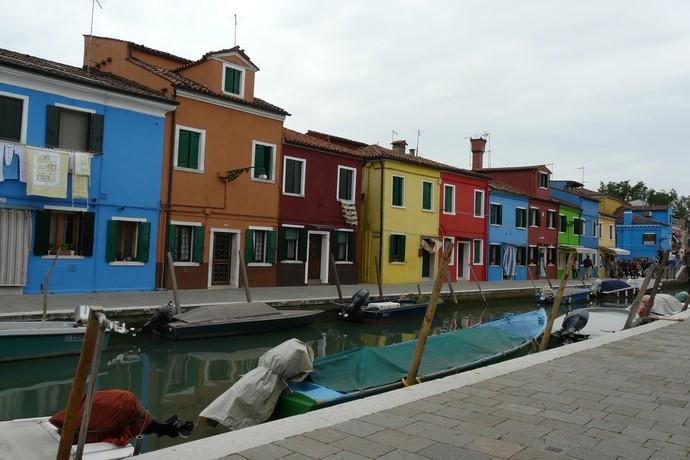 Kleurrijke huisjes op Burano, een eilandje in Venetië