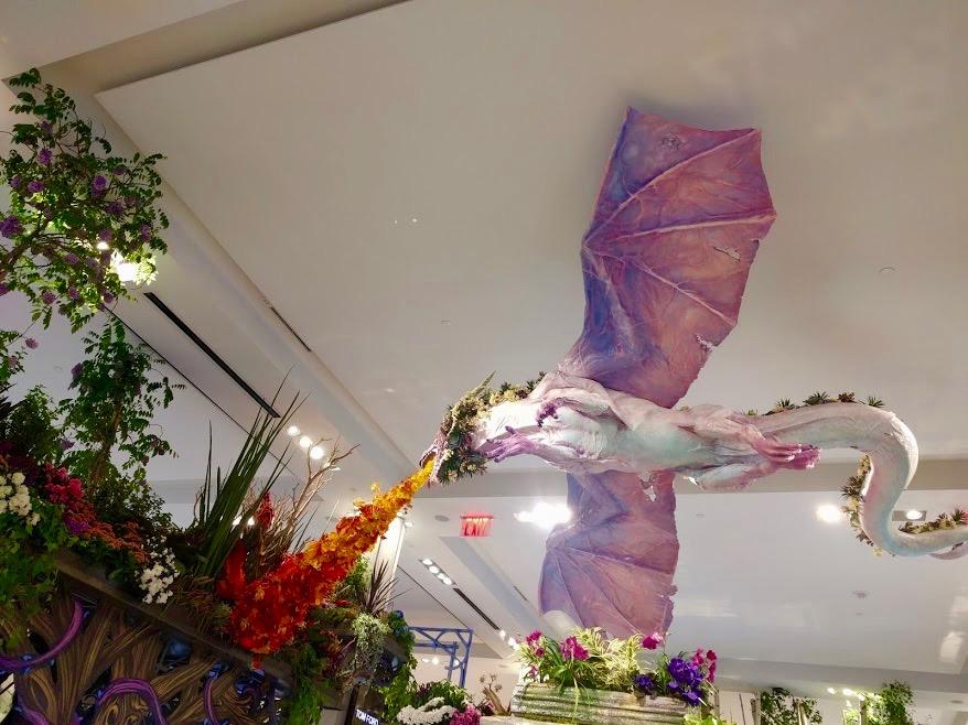 Macy's Flower Show New York - vuurspuwende draak in bloemen