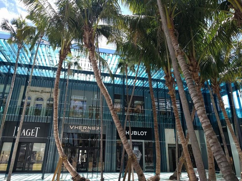 Sou Fujimoto's façade in Palm Court - palmbomen