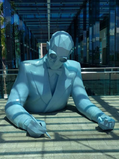 Le Corbusier beeld in het blauw Xavier Veilhan