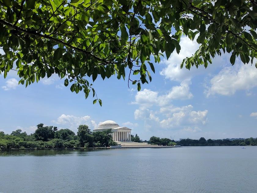 Jefferson Monument, gelegen aan het water.