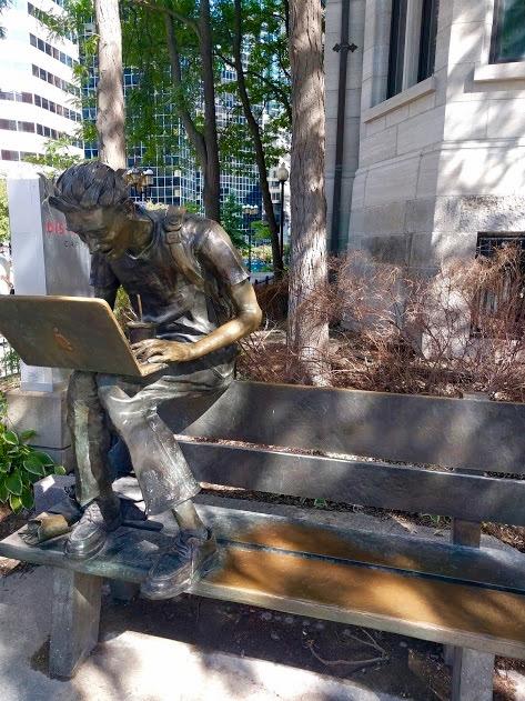 'Le mort de Steve Jobs' voor het McGill College, Rue Sherbrook, Montréal