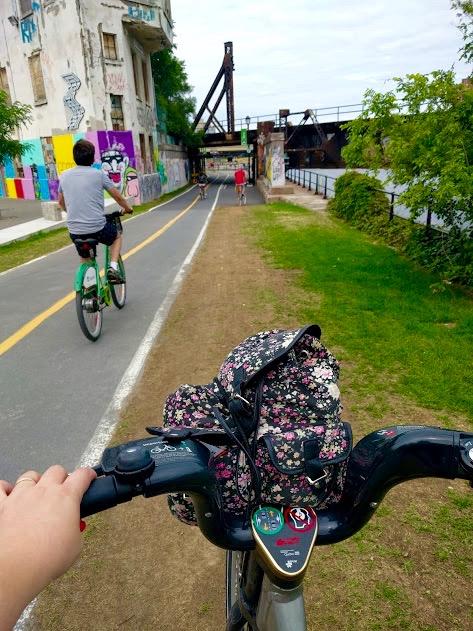 Op de fiets aan Canal du Lachine, industriezone