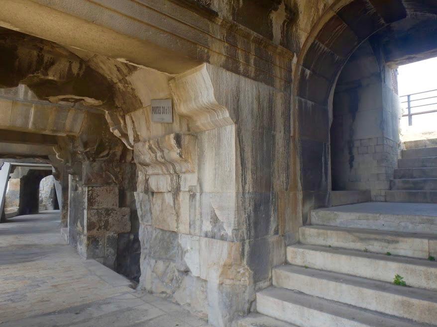 gangen binnen Arena van Nîmes