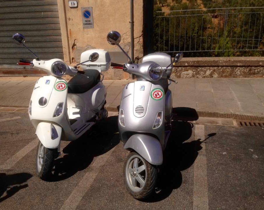 Vespa's in Toscane