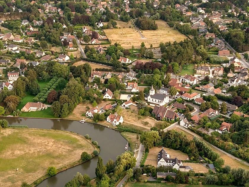 De Leie rivier zwiepend door Oost-Vlaanderen, hier Afsnee