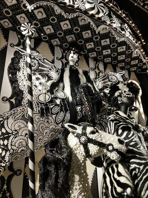 Bergdorf Goodman 5th Ave etalage Kerst in NYC zwart-wit snoepjes