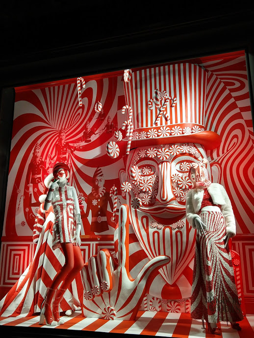 Bergdorf Goodman 5th Ave etalage Kerst in NYC - rood-wit snoepjes