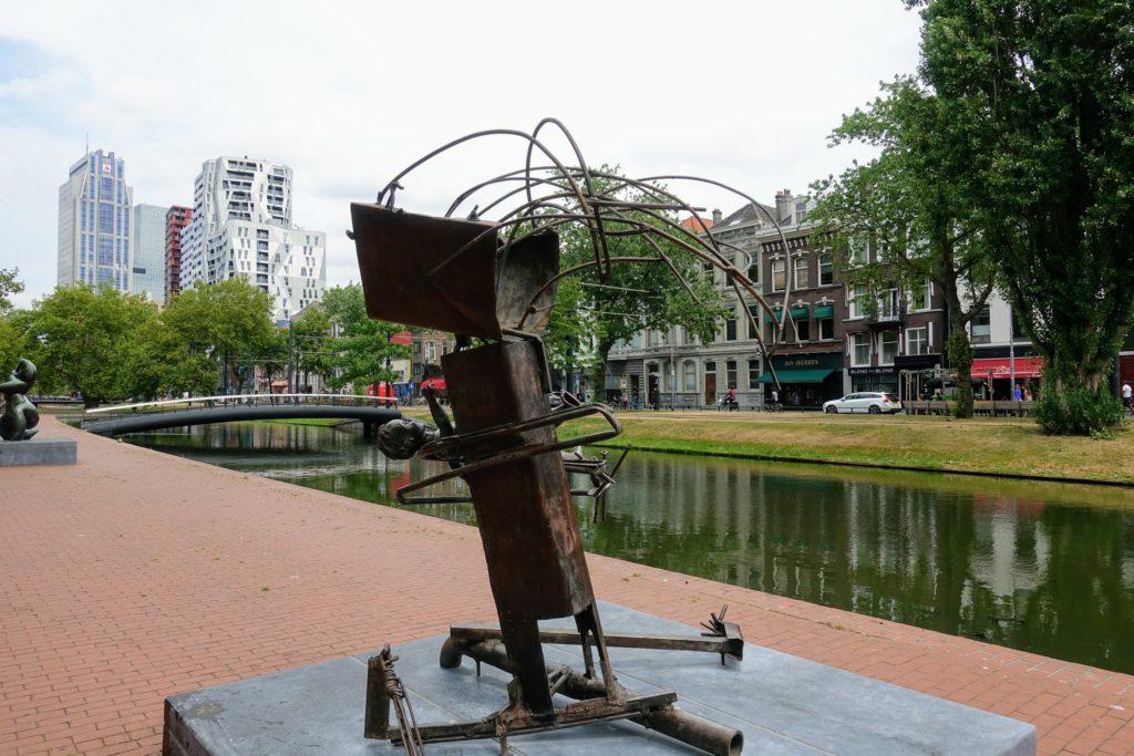 kunst langs het water in Rotterdam