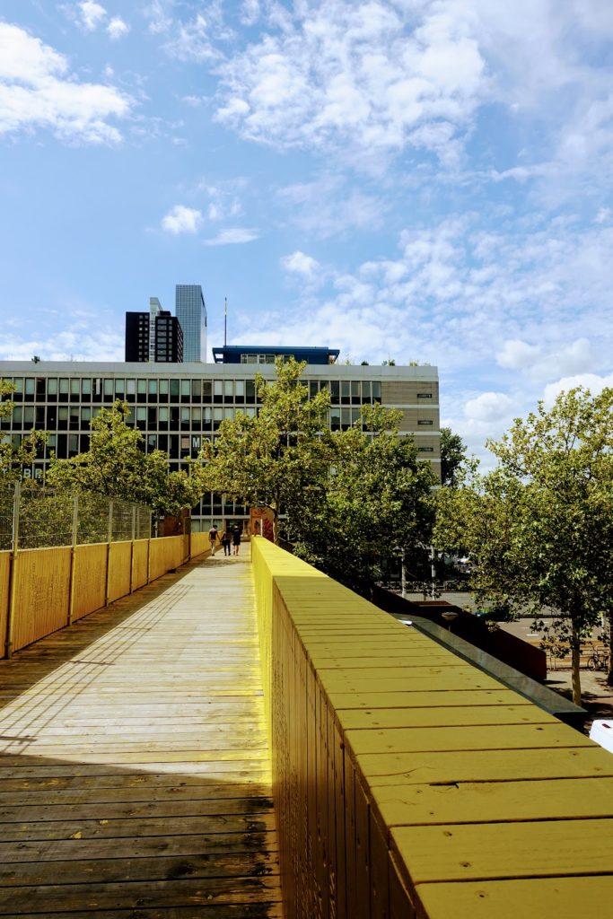 Gele luchtsingel in Rotterdam
