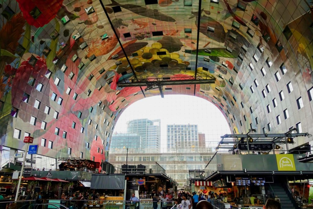 Markthal Rotterdam, binnenin, zicht op achterzijde, tunnel