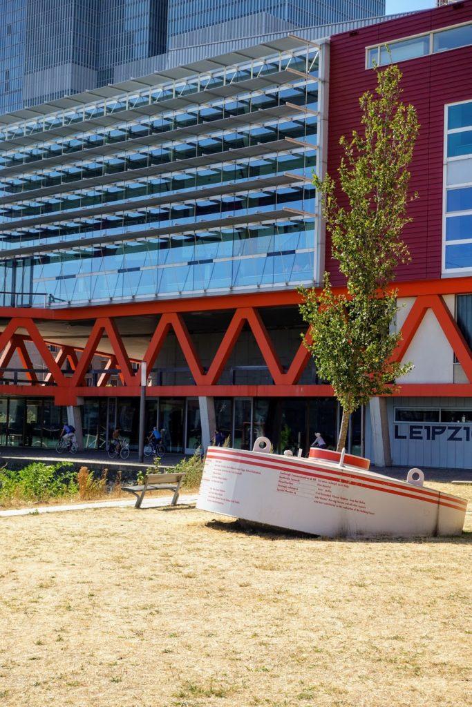 Dobberend Bos boom in bakenton of boei Rotterdam
