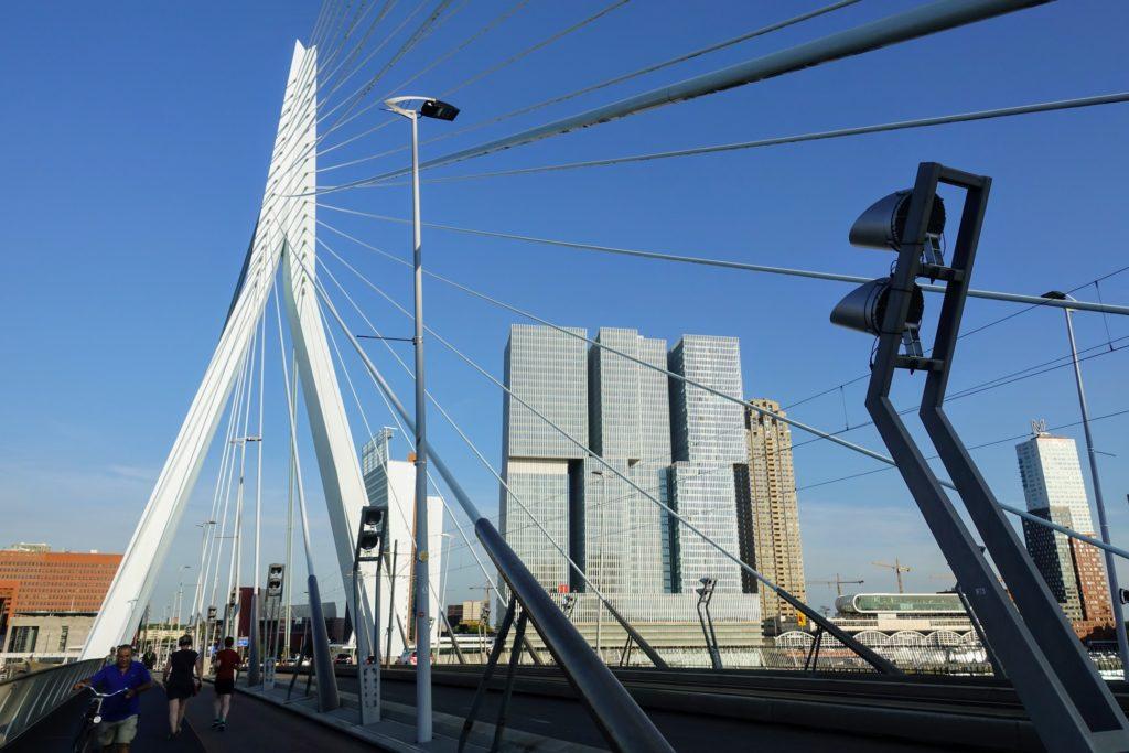 Op de Erasmusbrug in Rotterdam a.k.a. De Zwaan van Rotterdam