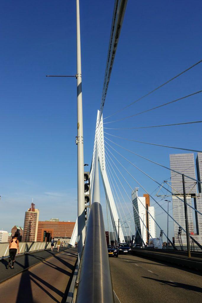 Op de Erasmusbrug, kabels naar de pyloon, Rotterdam