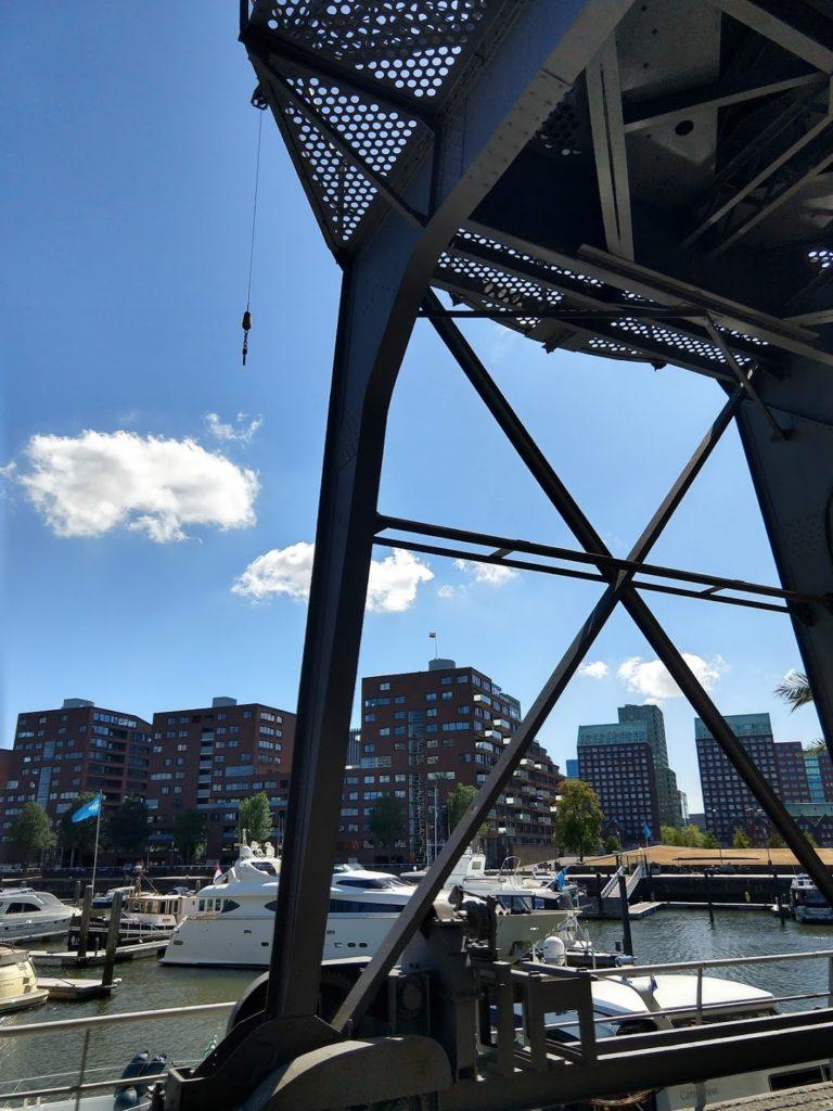 Kraan in de Entrepothaven in Rotterdam