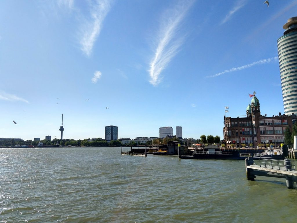Wilhelminapier met hotel New York en Euromast in de verte, Rotterdam