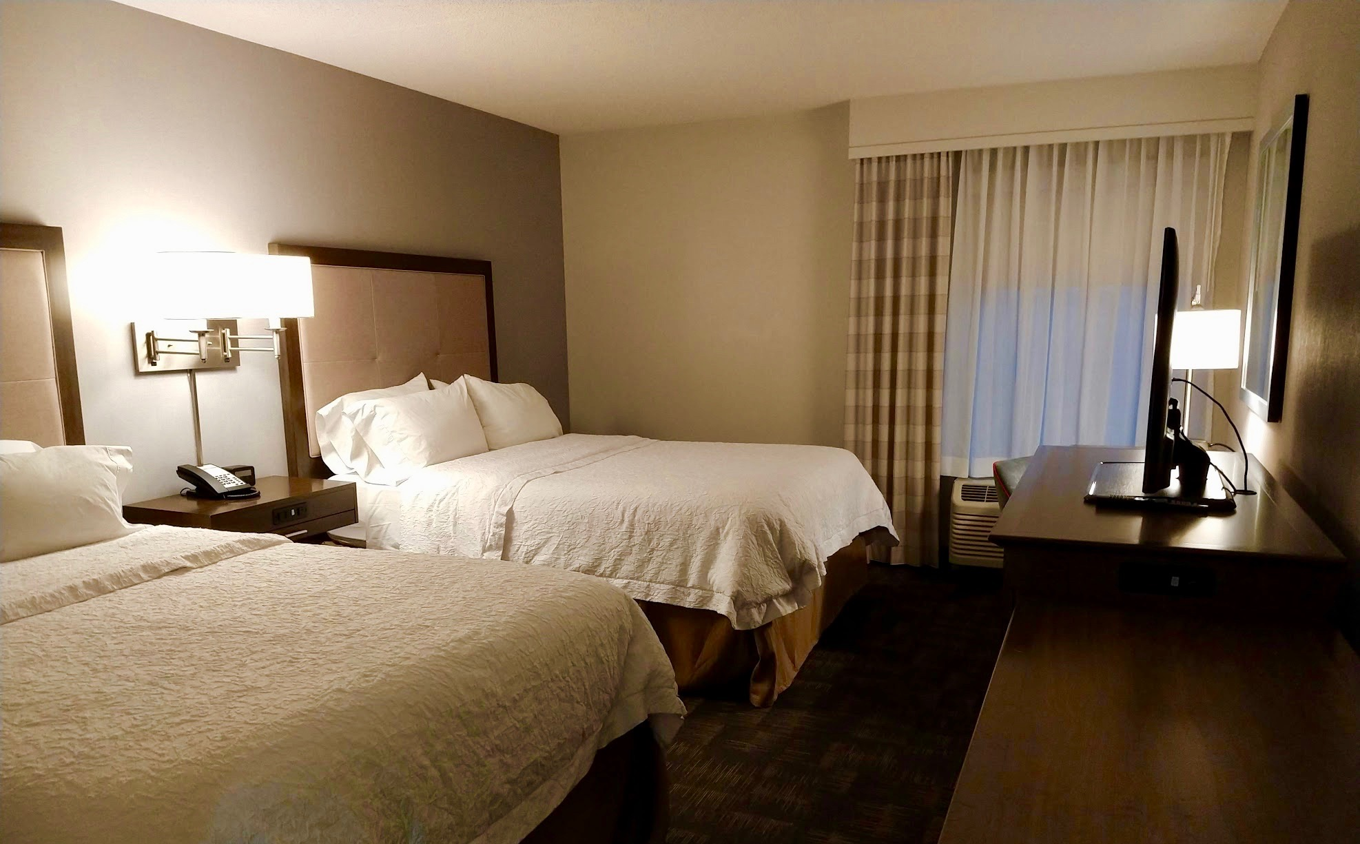 Hampton-Inn Boston-Logan Airport - slaapkamer